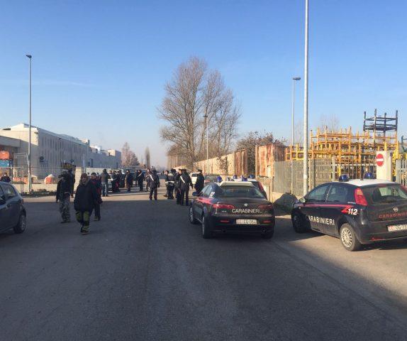 Rave party in un capannone in disuso a Reggiolo: intervengono i carabinieri. FOTO