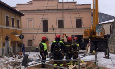 Sisma Centro Italia: freddo e neve non fermano i vigili del fuoco